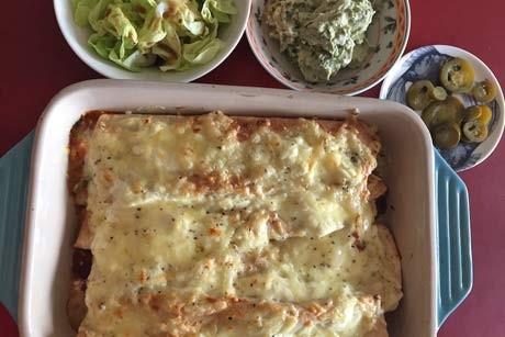 vegetarische-burritos-mit-bohnen-tomatensauce.jpg