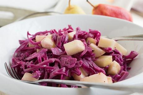 rotkraut-salat-mit-birnen-und-nussen.jpg