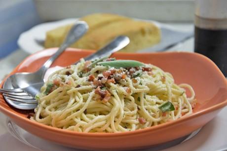 spaghetti-mit-salbei-und-speck.jpg