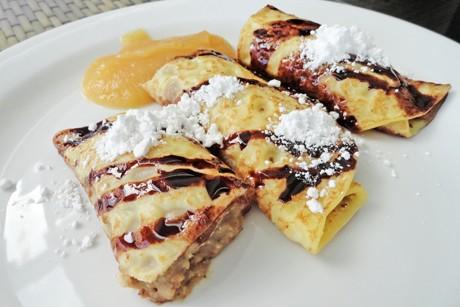 palatschinken-mit-marzipanfulle-und-honigweintrauben.png