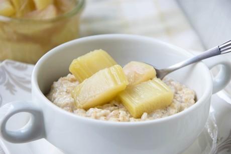 vanilleporridge-mit-rhabarberkompott.png