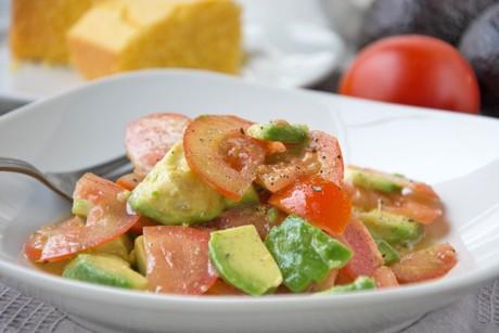 tomaten-salat-mit-avocado.jpg