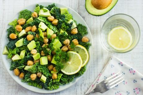 salat-mit-wirsing-avocado-und-kichererbsen.jpg