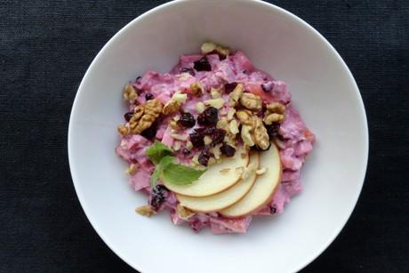 herbstliches-musli-mit-heidelbeerjoghurt-cranberries-und-nussen.jpg