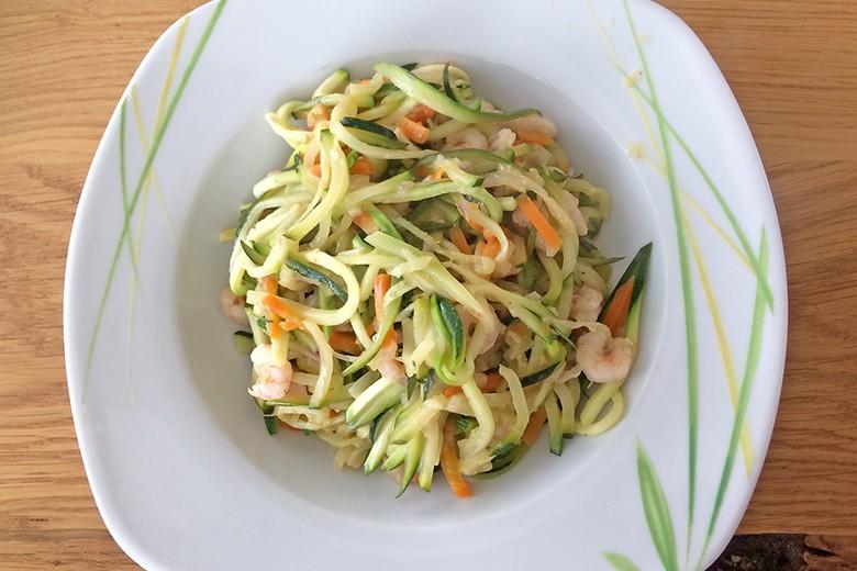 zucchini-nudeln-mit-garnelen.jpg