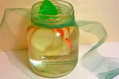 apfel-zitronenmelissenwasser-detox.png