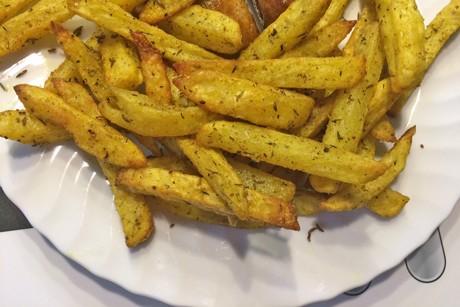 wurzige-pommes-frites-aus-der-heissluftfritteuse.png