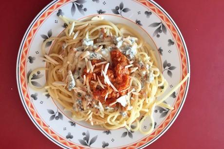spaghetti-mit-gorgonzola-sugo-und-mandeln.png