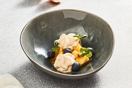 creme-bruleeschaum-mit-banane-und-passionsfruchtkaramell.png
