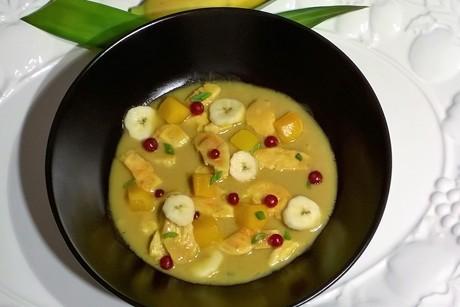 hendlcurry-mit-banane-mango-und-ribiseln.png
