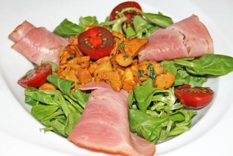 salat-mit-eierschwammerl-und-schinken.png