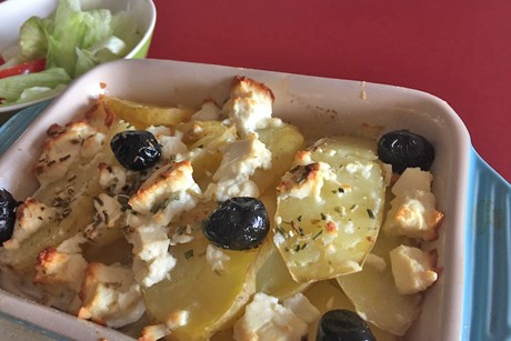 griechischer-erdapfel-feta-gratin-mit-oliven.png