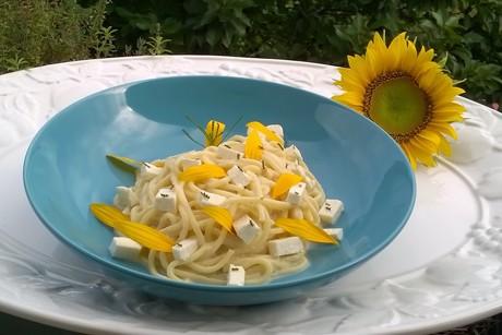 spaghetti-mit-feta-und-olivenkraut.png