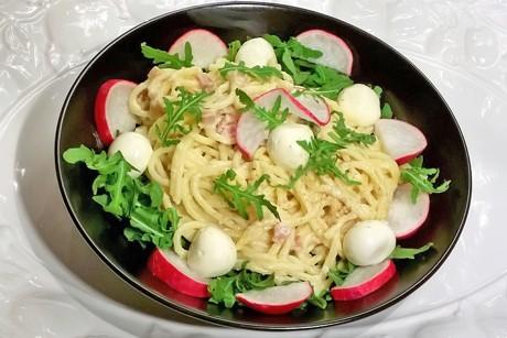 spaghetti-mit-schinken-radieschen-mozzarella-und-ruccola.png