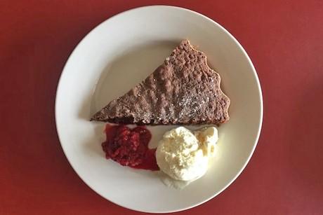 gewurzkuchen-mit-himbeeren-und-vanilleeis.png