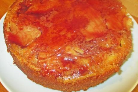 apfel-polenta-kuchen-gesturzt.png