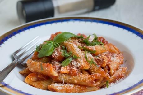 penne-in-tomaten-basilikum-sauce.png