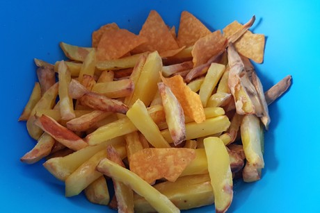 selbstgemachte-pommes-mit-tortillachips.png