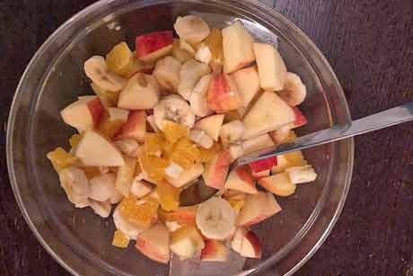 obstsalat-mit-apfeln-birnen-bananen-und-orangen.jpg