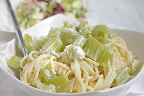 pasta-mit-gorgonzola-und-stangensellerie.png