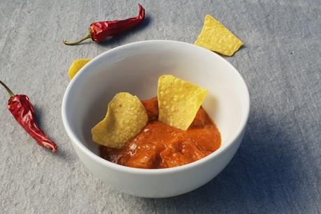 gulasch-mit-tortilla-chips.png