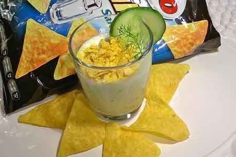 gurken-kefir-kaltschale-mit-tortilla-crunch.jpg