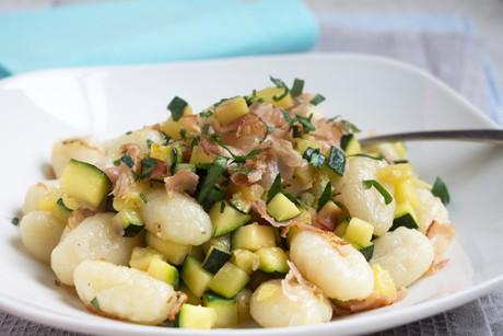 gnocchi-mit-zucchini-und-speck.png
