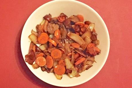 asiatischer-zwiebel-pilz-und-karotten-wok.png