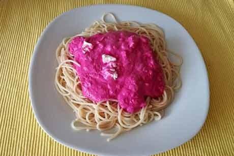 dinkelspaghetti-mit-roter-sauce.jpg