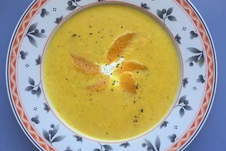 karotten-mais-suppe-mit-orangen.jpg