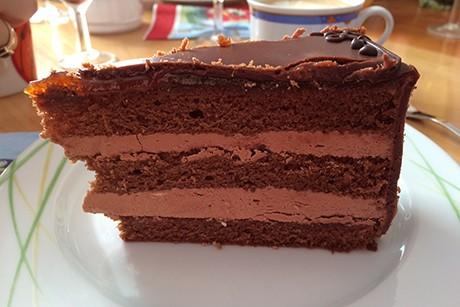 schokoladetorte-mit-schokoladecreme.jpg
