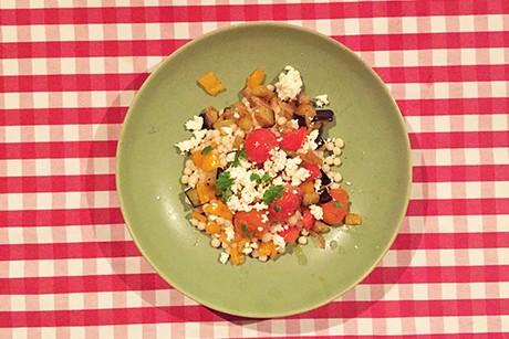 perlcouscous-mit-aubergine-paprika-und-feta.jpg