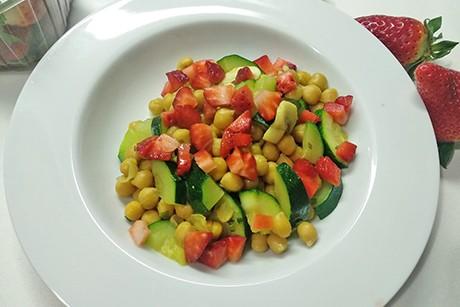 zucchini-kichererbsenragout-mit-erdbeeren.png