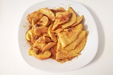 dinkel-palatschinken-mit-warmen-apfelsalat.png