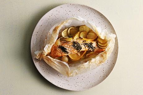 lachs-in-backpapier-mit-kartoffeln-und-zucchini.png