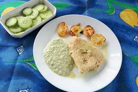 putenschnitzel-mit-bratkartoffeln-und-gurkensauce.png