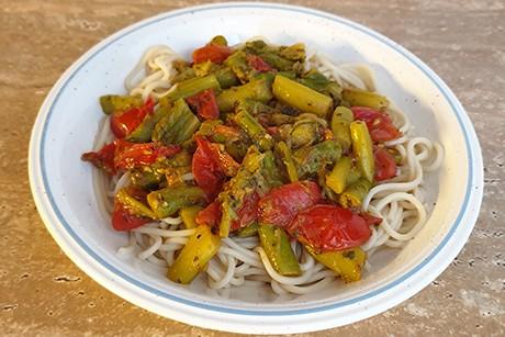 spargel-tomaten-auf-dinkelspaghetti.png