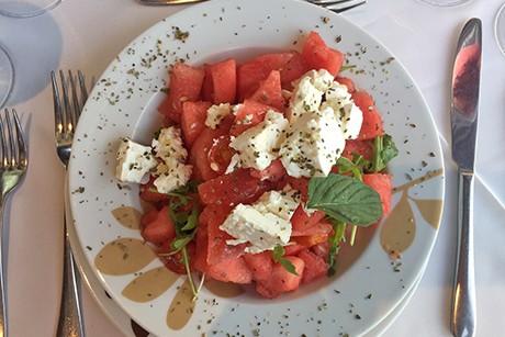 griechischer-wassermelonensalat-mit-feta-und-minze.png