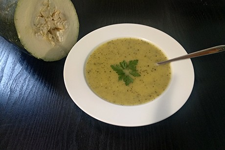 orientalische-zucchini-suppe-mit-kardamom.jpg