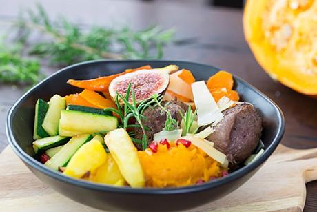 herbst-bowl-mit-rehfilet-und-gemuese-der-saison.png