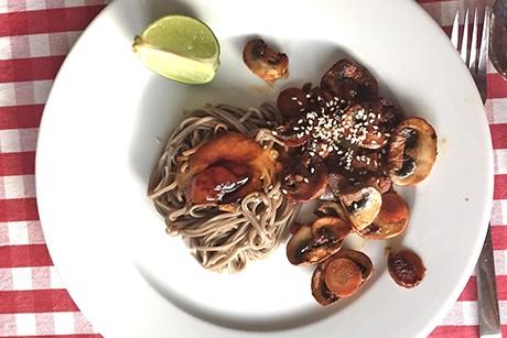 asiatische-sobanudeln-mit-champignons-und-sesam.png