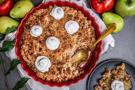 apfel-birnen-crumble-mit-vanilleschaum.jpg