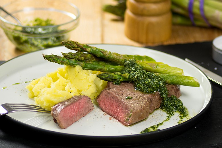 perfektes-steak-mit-gegrillten-spargel-aus-dem-airfryer.jpg
