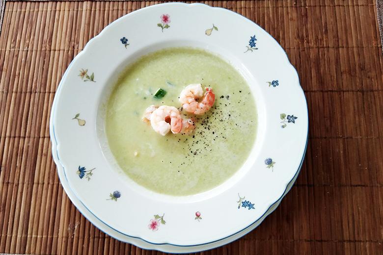 cremesuppe-vom-grunen-spargel-mit-eismeergarnelen.jpg