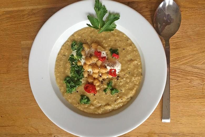 kichererbsensuppe-mit-parmesan-und-chili.jpg