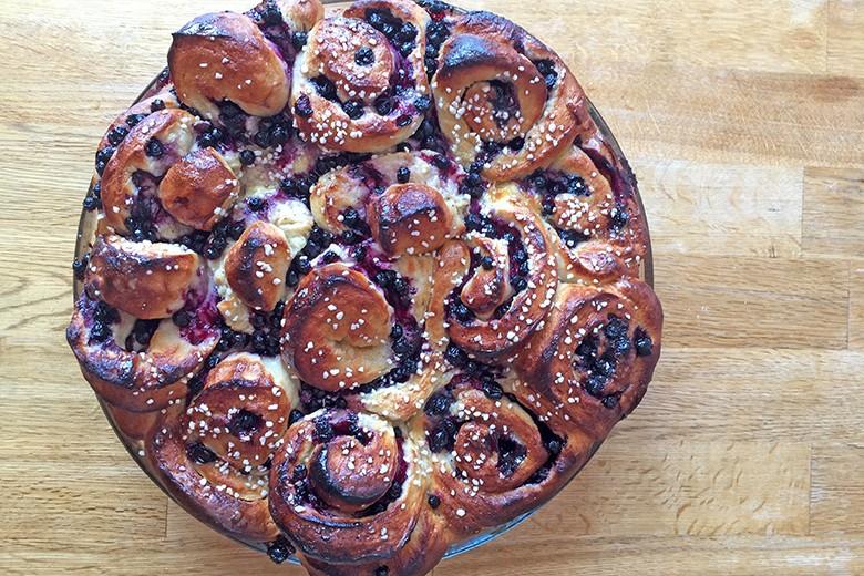 schwedische-schwarzbeerschnecken-pie.jpg