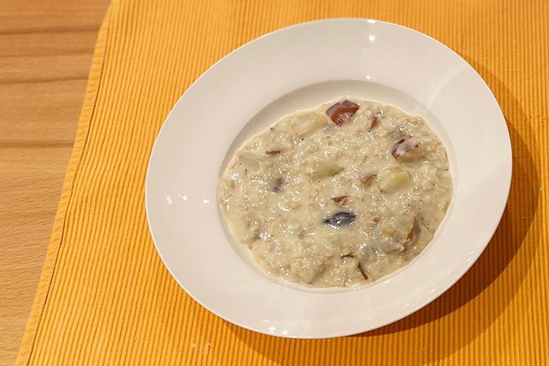 porridge-mit-birne-und-datteln.jpg