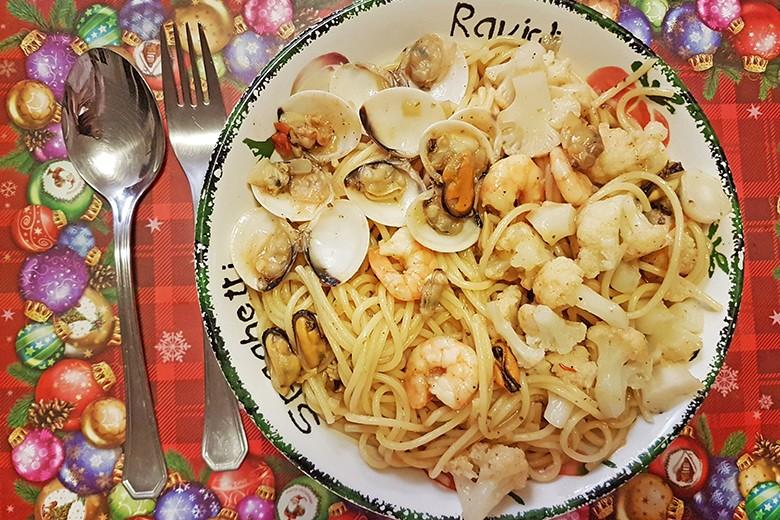 spaghetti-mit-meeresfruchte-und-karfiolroschen.jpg