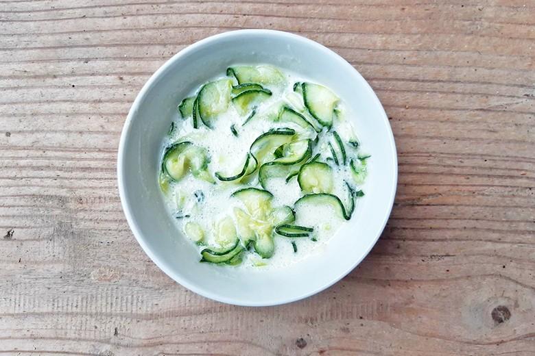 gurkensalat-mit-jogurtdressing.jpg