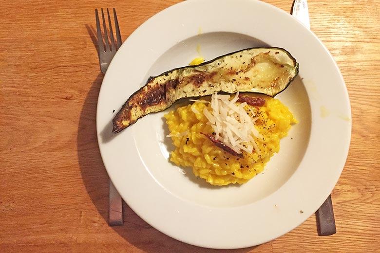 safranrisotto-mit-zucchinistreifen.jpg